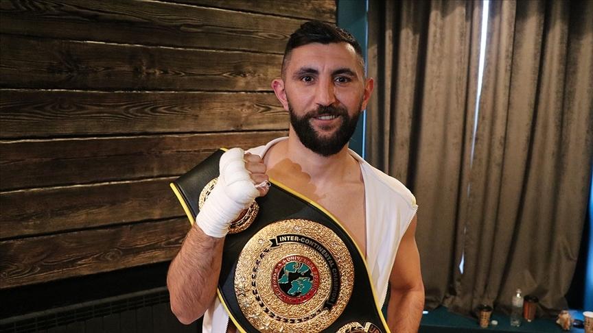 Ukrayna'da Türk boksör Arda Tamer Avcı, UBO Kıtalararası Şampiyonu oldu