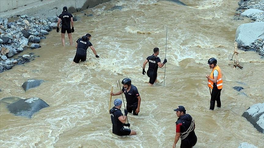 Meteorolojinin uyarısı ve AFAD'ın müdahalesiyle Rize ve Artvin'de olası can kayıplarının önüne geçildi