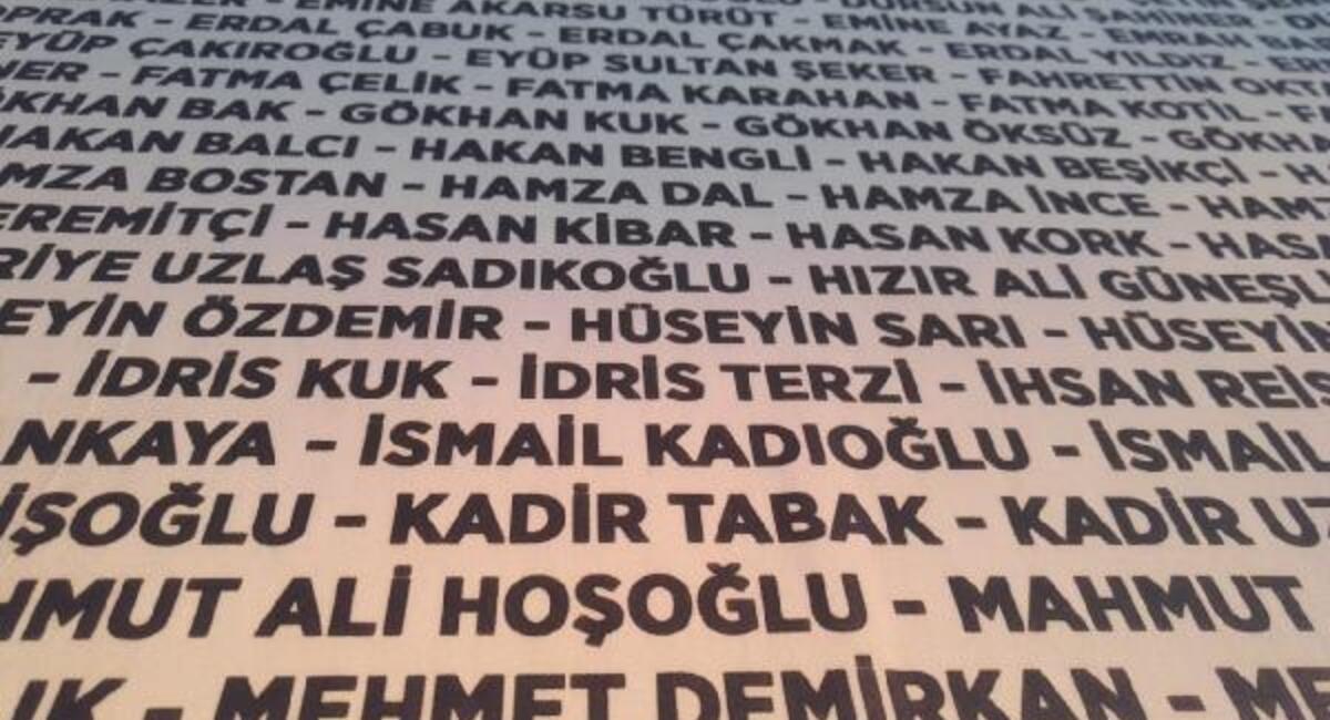 Rize'de belediye çalışanlarının isimleri yazılı afişle bayram mesajı