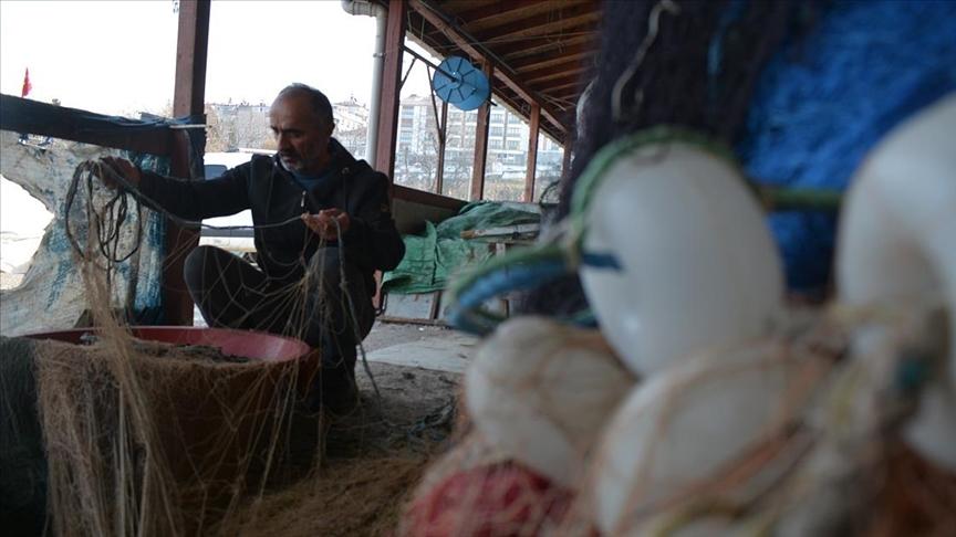 Batı Karadenizli balıkçılar hamsi için gece yarısı denize açılacak