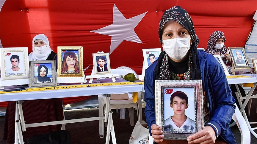 Diyarbakır anneleri evlatlarına 'teslim ol' çağrısı yaptı