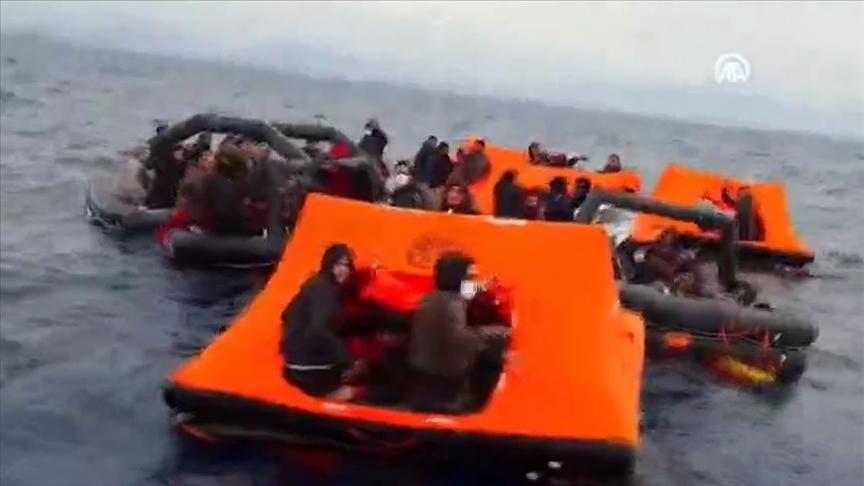 Türk kara sularına itilen 158 sığınmacı sahil güvenlik ekipleri tarafından kurtarıldı