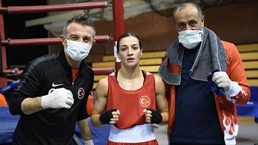 Dört milli boksör Macaristan'da yarı finale yükseldi