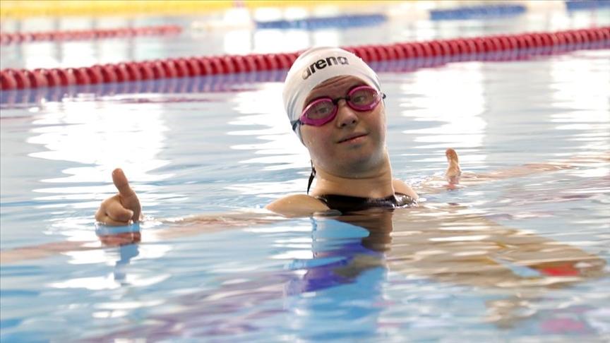 Down sendromlu milli yüzücü Fatma Avrupa şampiyonluğu hedefliyor