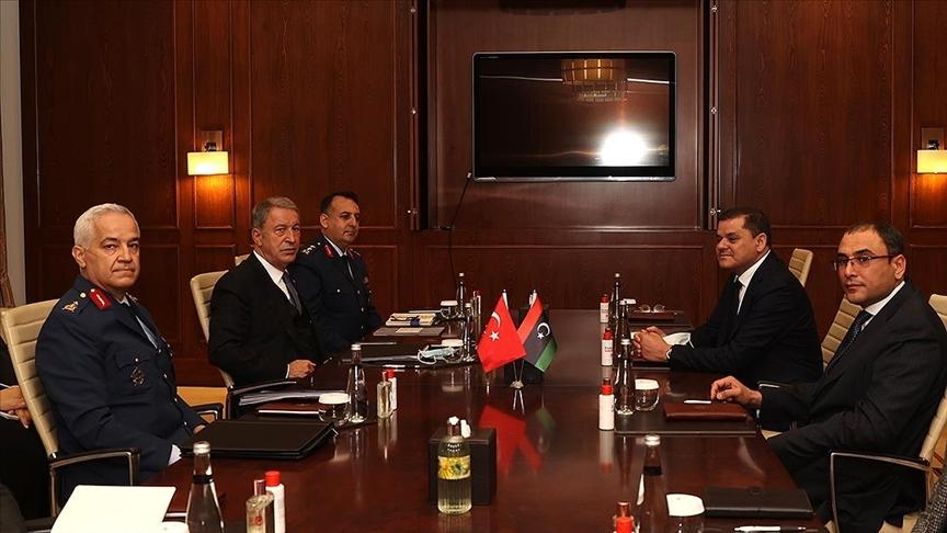 Bakan Akar, Libya Savunma Bakanlığını da üstlenen Başbakan Dibeybe ile görüştü