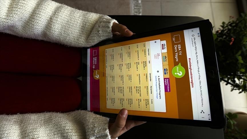 Milli Eğitim Bakanı Selçuk, 42 bin 873 öğrenciye daha tablet bilgisayar yolladıklarını açıkladı