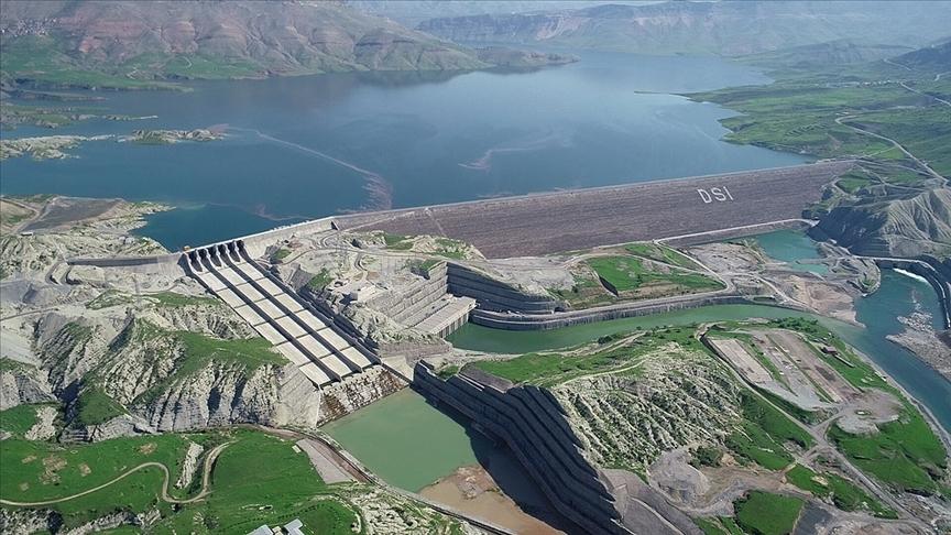 Bakan Pakdemirli: 2020'de HES'lerde üretilen elektrikle ekonomiye 31,2 milyar lira katkı sağlandı