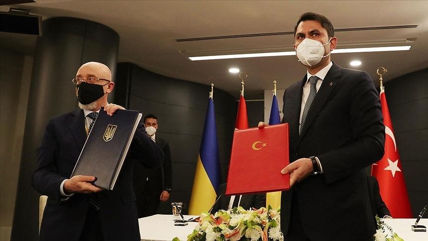 Bakan Kurum, Kırım Tatarları için Ukrayna'da TOKİ eliyle 500 konut inşa edileceğini bildirdi
