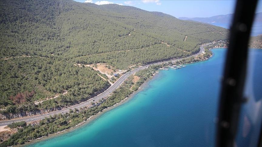 Turizm merkezlerindeki helikopterli trafik denetimini AA ekibi görüntüledi