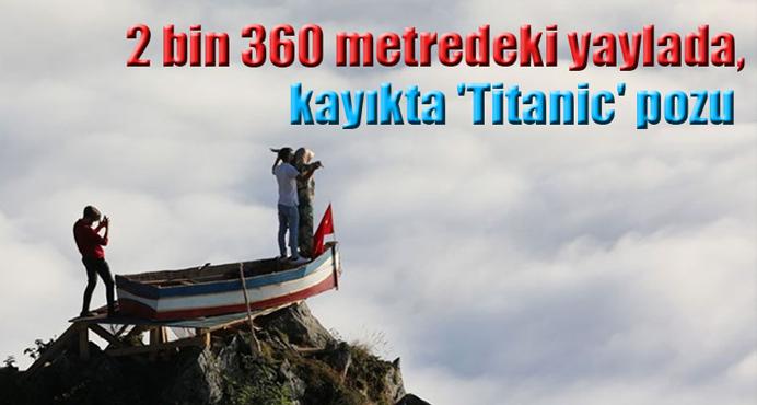 2 bin 360 metredeki yaylada, kayıkta 'Titanic' pozu